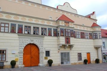 Das künstlerisch gestaltete Rathaus von Eisenstadt