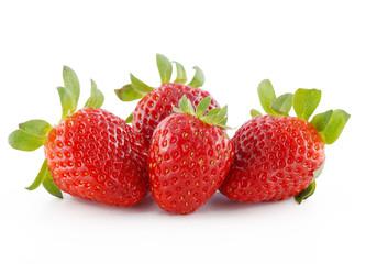mucchio di fragole su sfondo bianco