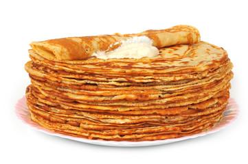 Блины на тарелке со сметаной