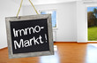 Tafel mit Immo-Markt