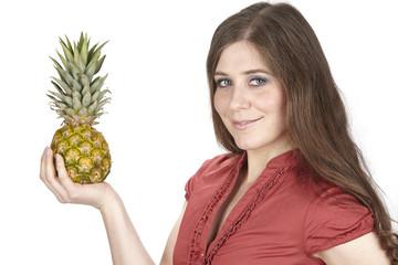 Junge Frau mit Baby-Ananas