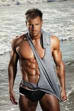 Sexy mięśni mężczyzna