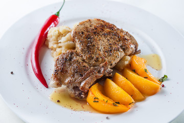 beefsteak with peppers, peaches and garnish