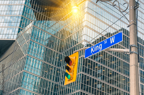 Leinwanddruck Bild King Street Sign - Toronto downtown