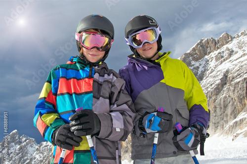 Zwei Skikids