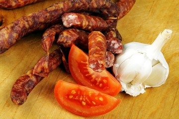 sausage with garlic and tomatoes