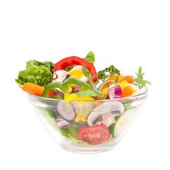 Salat mit frischen Zutaten isoliert