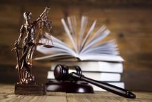 Mallet, code juridique et balance de la justice