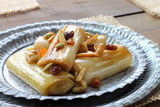 Caramelized leeks with raisins and nuts