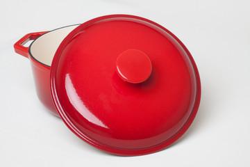kırmızı yemek tenceresi