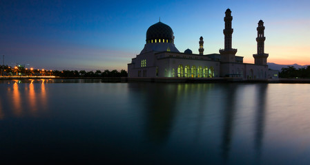 Long exposure of kota Kinabalu mosque at dusk in Sabah, Borneo