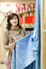 woman chooses the draperies