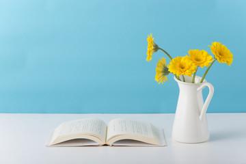 開いた本 本 花
