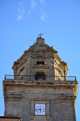 Campanario con reloj en iglesia de Alava (Elvillar)