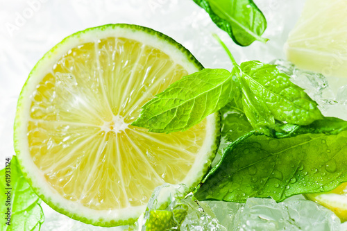 lime pieces and leaves of mint with ice - 61933124