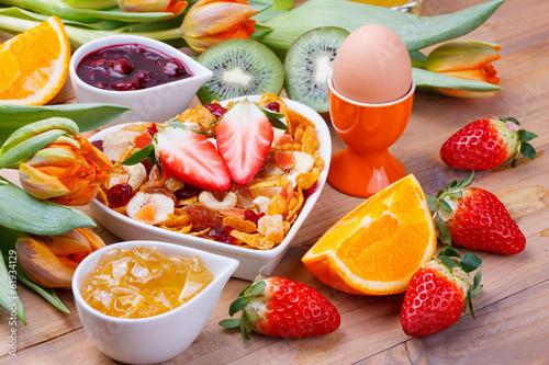 Leinwanddruck Bild Frühstück mit Müsli und Früchten
