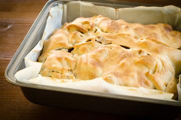 Panada, torta salata ripiena di agnello e patate, cucina sarda