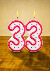 Brennende Geburtstagskerzen Nummer 33