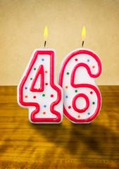 Brennende Geburtstagskerzen Nummer 46