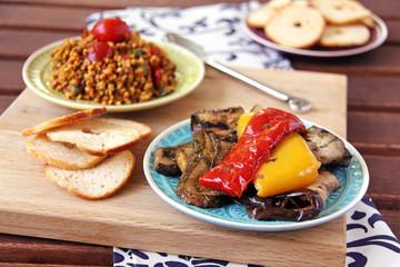 grillgemüse und bulgur salat