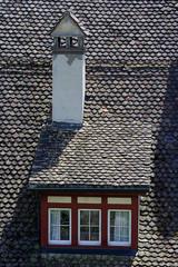 Altes Dach mit Dachboden fenster