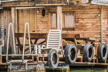 Old Wooden River Floating Raft Weekend House On Sava River – D