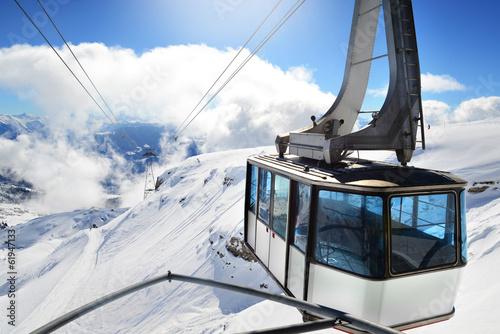 Foto op Aluminium Wintersporten Gondel Luftseilbahn Winter