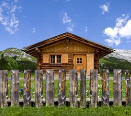 Berghütte mit Garten