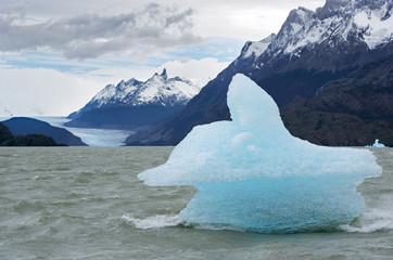 Shatter of iceberg