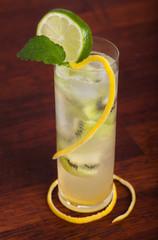 Kiwi-lime martini long drink