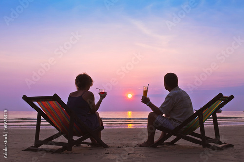 canvas print picture couple on the beach