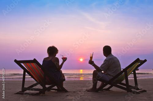 Leinwanddruck Bild couple on the beach