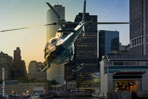Fotobehang Helicopter Helicopter flying Manhattan south skyline
