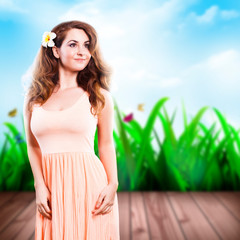 junge attraktive brünette Frau vor Frühlingshintergrund