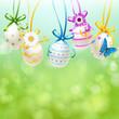 Bunte Ostereier mit Schleifen u. Blüten - Bokeh