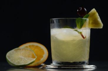 Maï Taï cocktail de profil