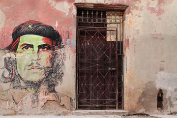 Un portrait du Che sur un mur de la Havane