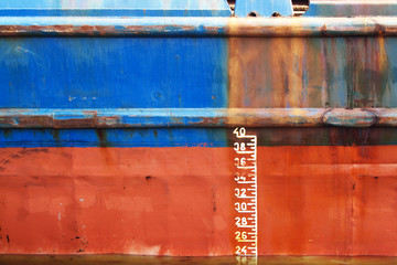 Waterline ship displacement marked on the ship side