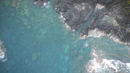 baignade bassin caché côte basaltique