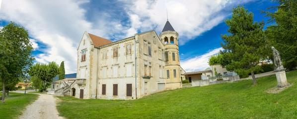Petit château en Provence, France