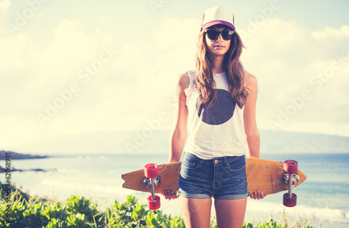 Fotobehang Extreme Sporten Hipster girl with skate board wearing sunglasses