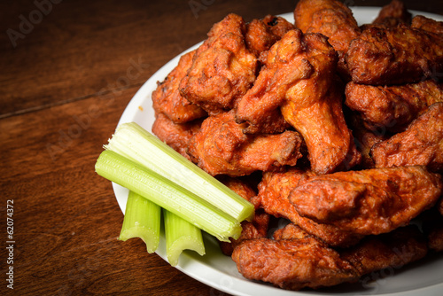 Aluminium Vlees Chicken Buffalo Wings with Celery Sticks