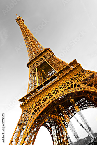 Eiffel tower at sunrise, Paris. - 62074399