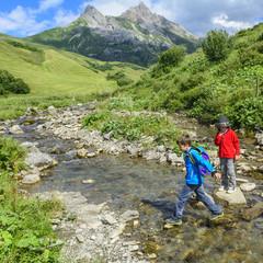 Wandern am Bergbach