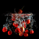 cherries on water - ciliege in acqua