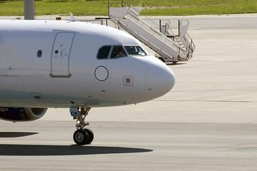 Verkehrsflugzeug auf Flughafen