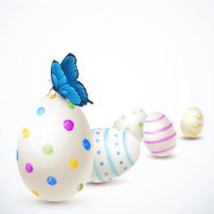 Bemalte Ostereier mit Schmetterling