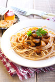Wholewheat spaghetti and mushrooms