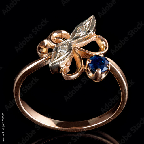 Vintage ring with diamonds and sapphire