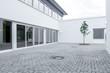 Innenhof Fensterfront © Matthias Buehner